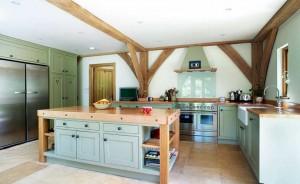 barn-style-self-build-kitchen-FOTO-homebuilding-co-uk