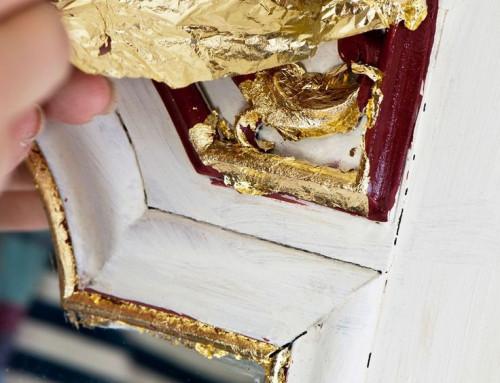 Adauga detalii aurii mobilei vopsite